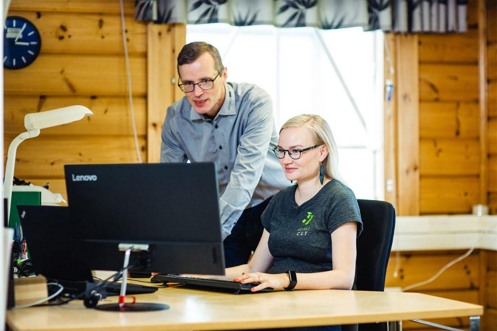 HOISKO CLT:n suunnittelijat Beata Kallio ja Matti Yli-Sissala