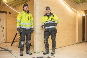 Thomas Byggmästar ja Jonas Byggmastar rakentavat HOISKO CLT -elementeistä taloja myyntiin